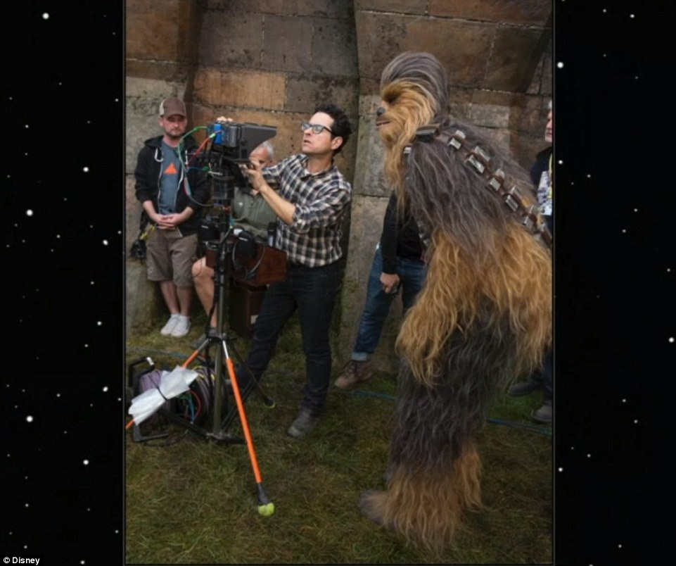 27A40E8A00000578-3042280-Behind_the_scenes_JJ_Abrams_shared_amazing_snaps_from_the_set_of-m-77_1429212284141