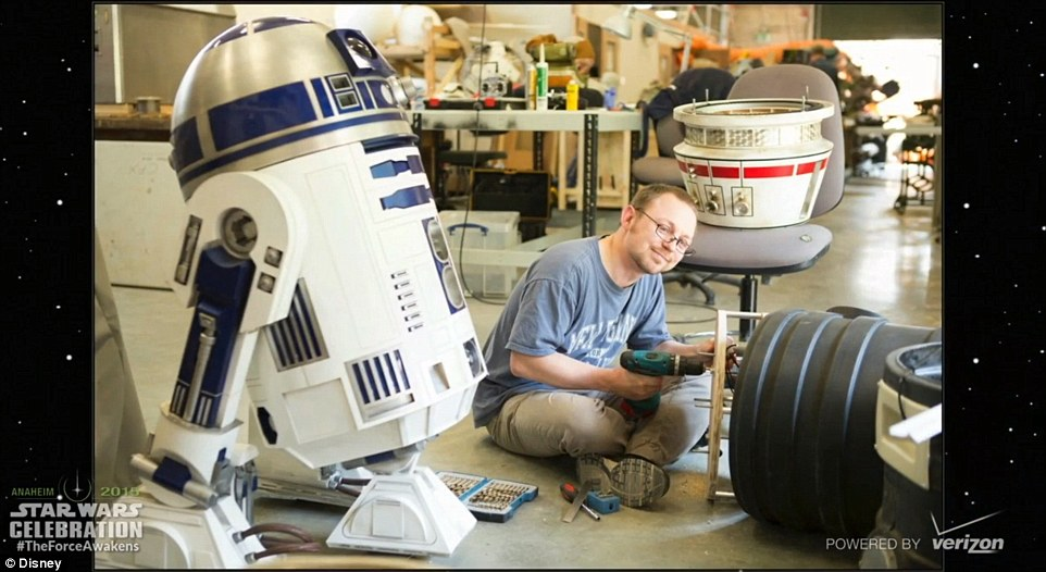 27A418DE00000578-3042280-Hanging_with_R2D2_Oliver_Steeples_shown_here_in_his_workshop_at_-m-138_1429218485468