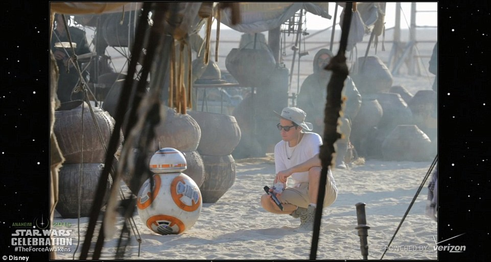 27A41BDF00000578-3042280-This_is_how_we_roll_A_candid_moment_on_set_with_droid_BB_8_who_o-m-140_1429218535183